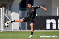 尤文队史上首位亚洲职业球员,更是首位踢过意甲乙丙联赛的亚洲人