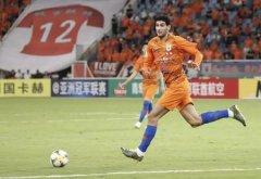 为足协杯演练阵容,费莱尼在热身赛中出任鲁能中卫