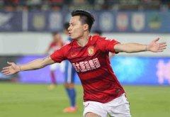 泪奔!他跟随广州恒大快9年了,如今却转会到其他球队,真不舍得